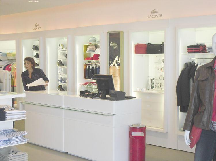 Arredo negozi torino simple arredamento country torino for Negozi per mobili