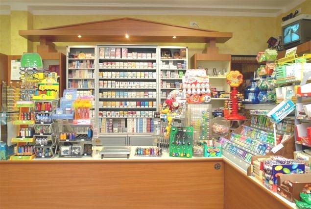 Arredi per negozi compra in fabbrica arredamenti per for Subito torino arredamenti